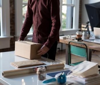 Вы получаете свой товар и оплачиваете его на почте или курьеру
